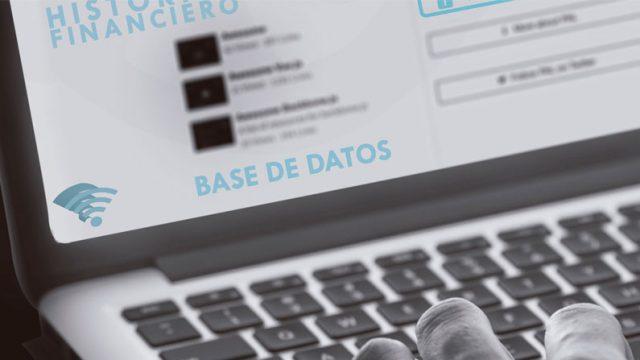 manos de una persona sobre un teclado y se ve la pantalla del computador