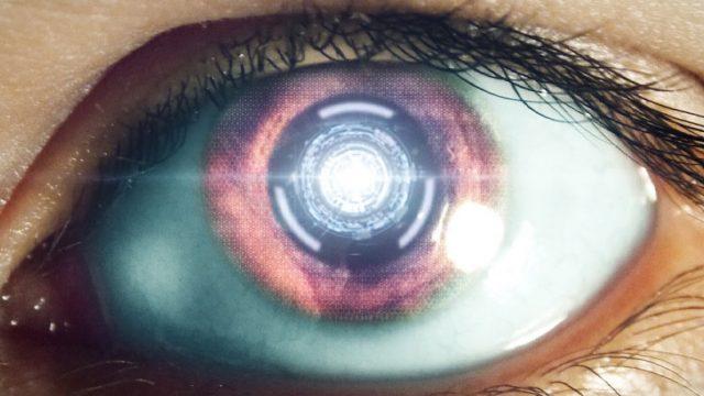 fotografía de un ojo abierto de una androide