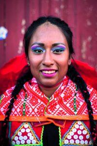 la fotografía muestra a una mujer de ascendencia peruana