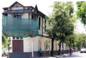 casa antigua de dos pisos en restauración