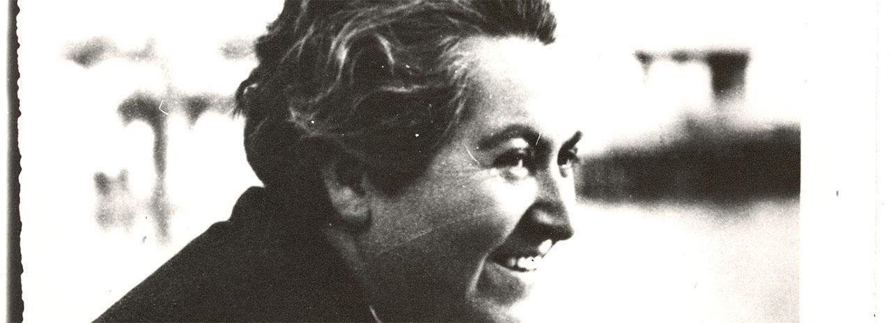 fotografía de Gabriela Mistral una de las escritoras chilenas