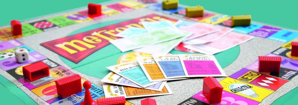 tablero del juego Monopoly, finanzas