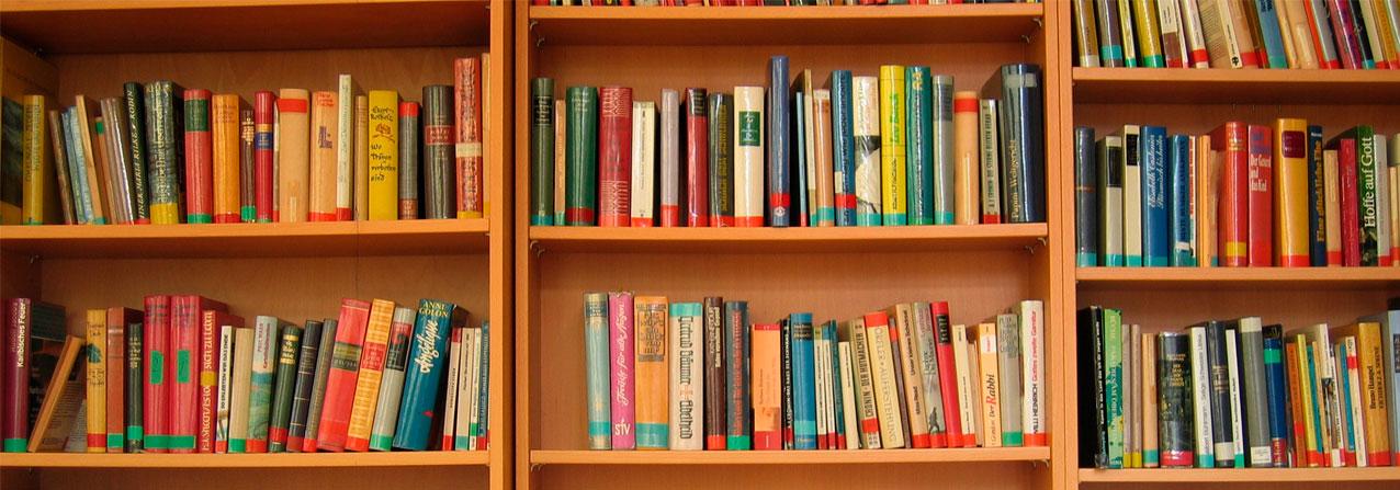 libreros llenos de libros