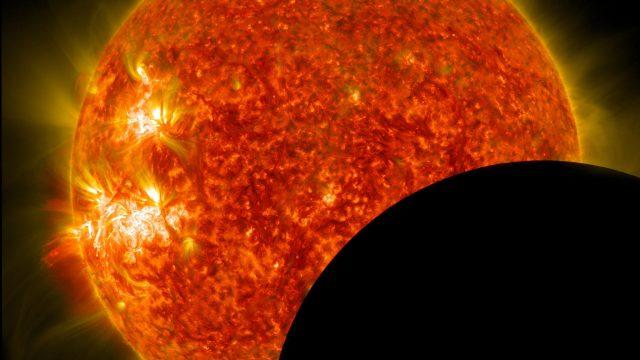 fotografía que muestra una fase de un Eclipse total de Sol