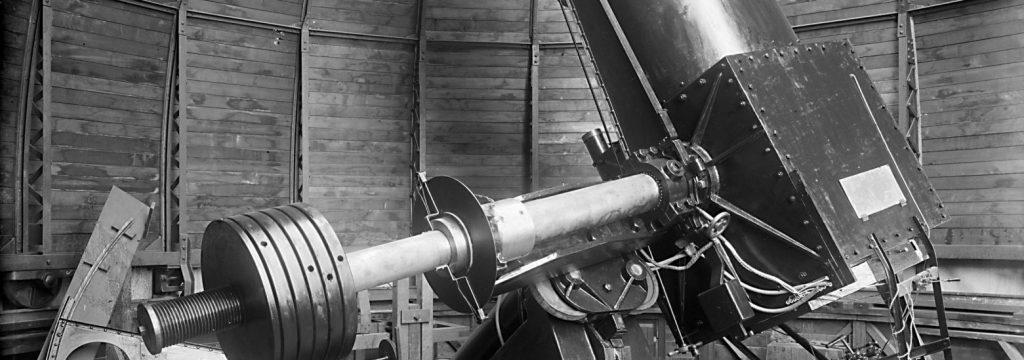 fotografía del telescopio Manuel Foster de la UC ubicado en el cerro San Cristobal