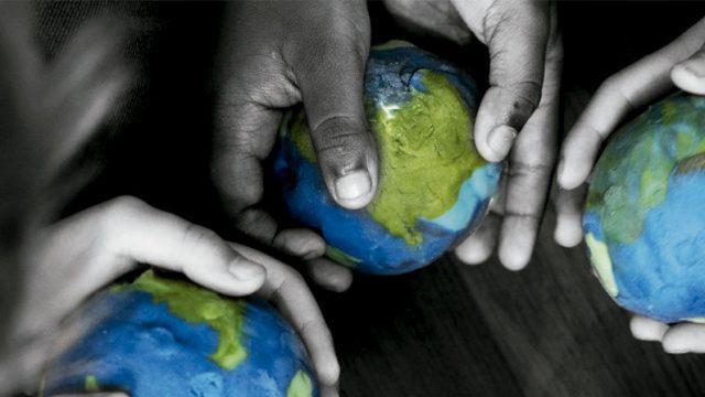manos que contienen globos terráqueos, Conferencia de las Partes