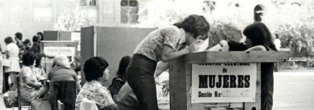 Fotografía de luan Mesa de mujeres en las elecciones parlamentarias de 1973