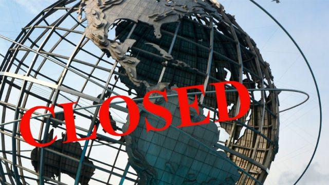 globo terraqueo con la palabra Closed encima