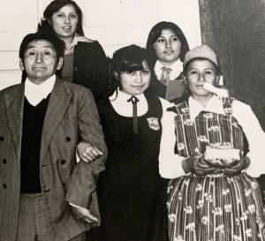 Elisa Loncon junto a sus padres