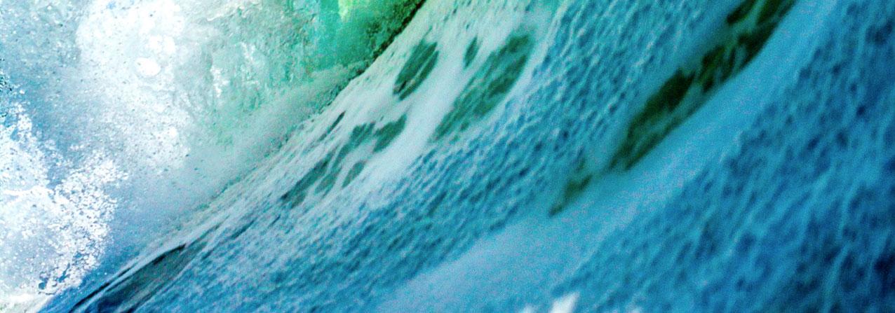en la fotografía se observa una ola