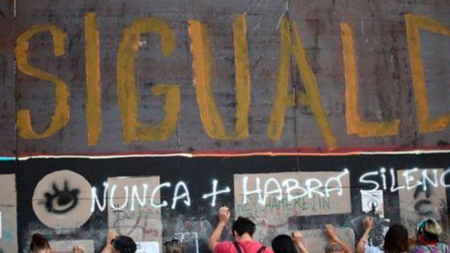 """palabra """"desigualdad"""" escrita en una pared"""