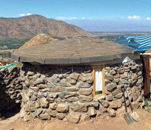 la casa de piedra de Freddy Mamani